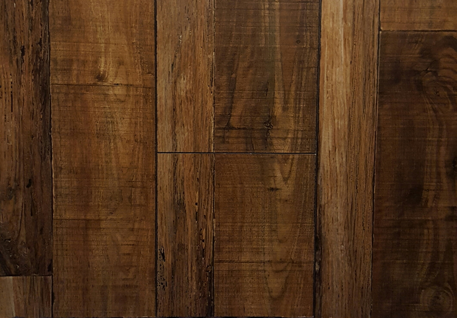 Antique Collection 8.3mm Handscraped Laminate Flooring - A1200 Barn Wood